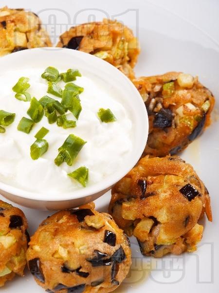Пържени вегетариански кюфтенца с патладжан и тиквички - снимка на рецептата